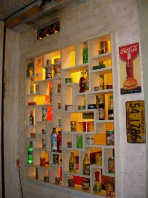 瓶瓶罐罐裝飾成的外牆~